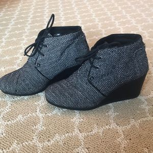 Toms, size 6, black & white ankle boots